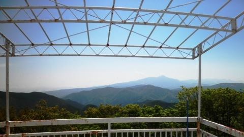 28 テラスから蓼科山が見える - コピー.JPG
